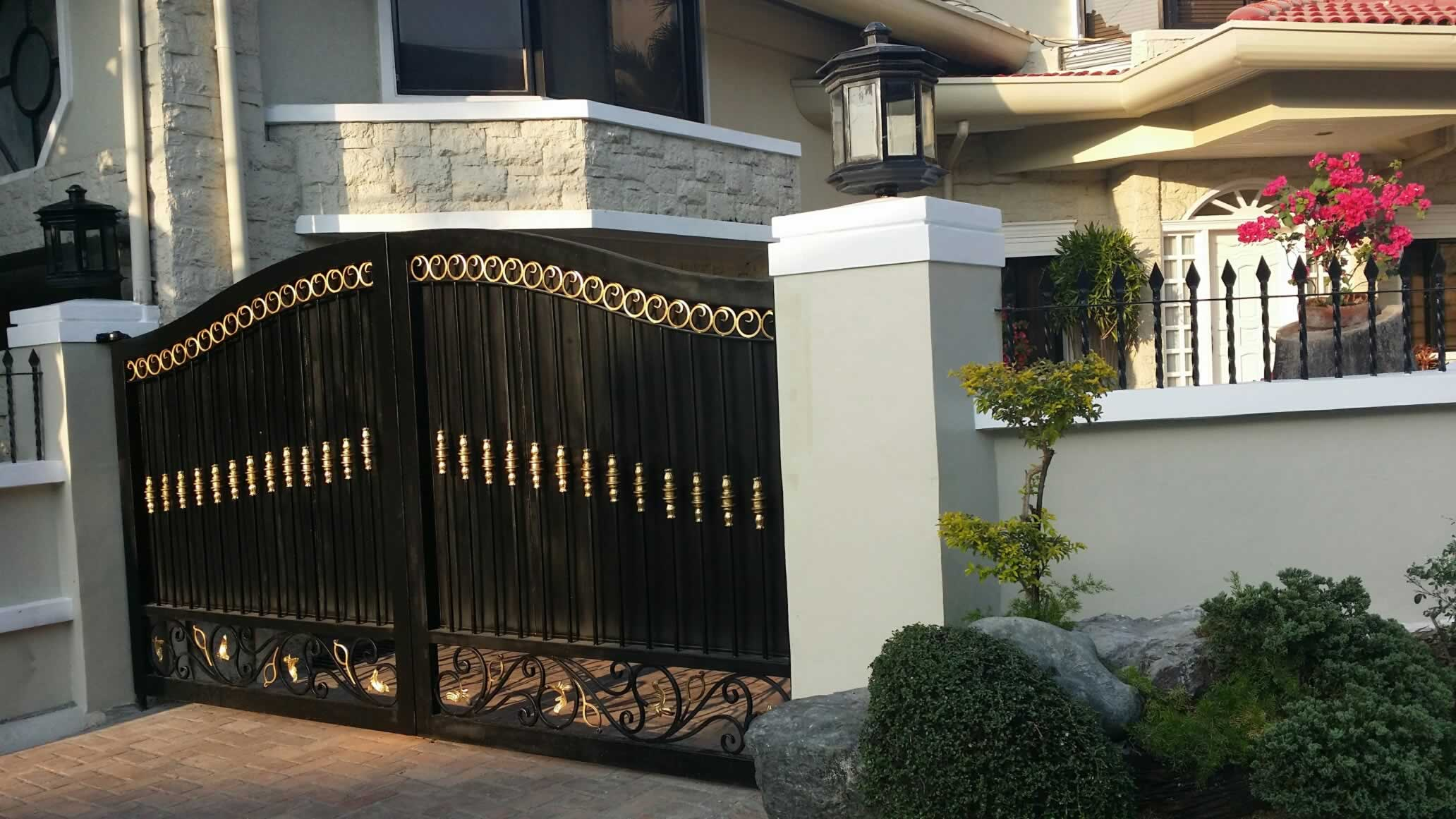 Pedestrian Steel Gate Cavitetrail Glass Railings