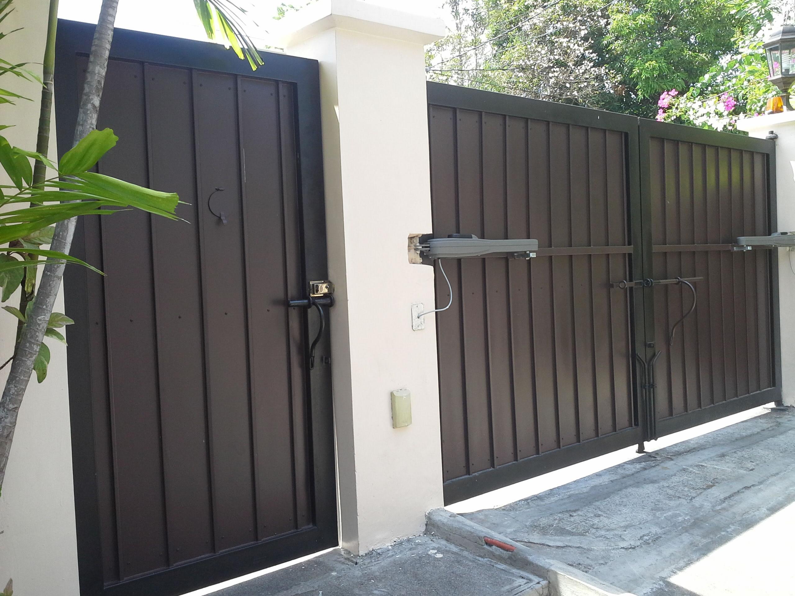 Steel And Wood Gate Cavitetrail Glass Railings