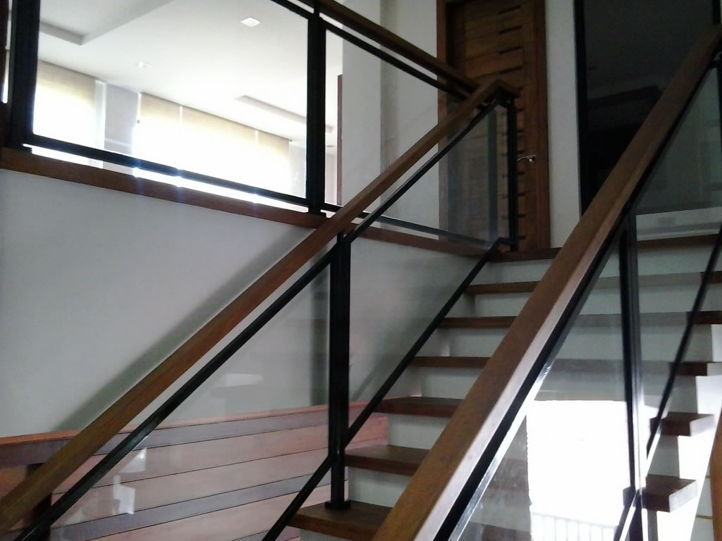 glass stair railing cavitetrail glass railings. Black Bedroom Furniture Sets. Home Design Ideas